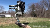波士顿动力机器人最新演示:慢跑、跳跃障碍、爬楼梯