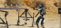 """网络恶搞波士顿动力杀手机器人视频:堪比""""美国大兵"""",居然还能..."""